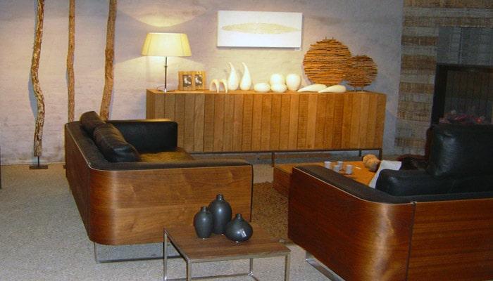 Tweedehands Cottage Keuken : moderne landelijke woonkamer met lederen zetels gecombineerd met hout