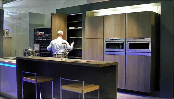 moderne keuken met zwevende keukenkasten van Ilwa