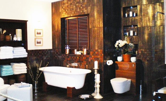 Klassieke badkamers voorbeelden en badkamer foto 39 s in traditionele stijl - Deco salon warme kleur ...