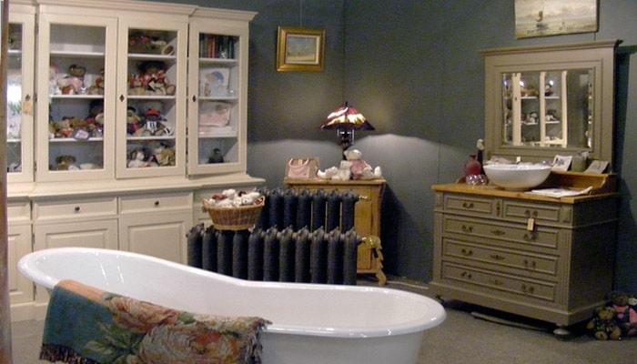 Landelijke badkamer met donkere kleuren