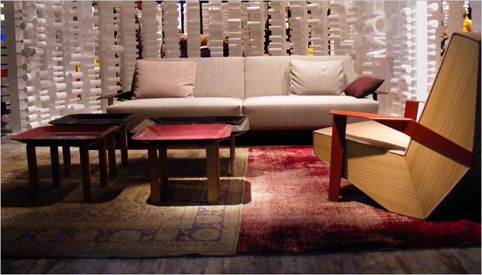 unieke woonkamer met oude tapijten