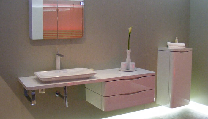 futuristische badkamer met indirect licht