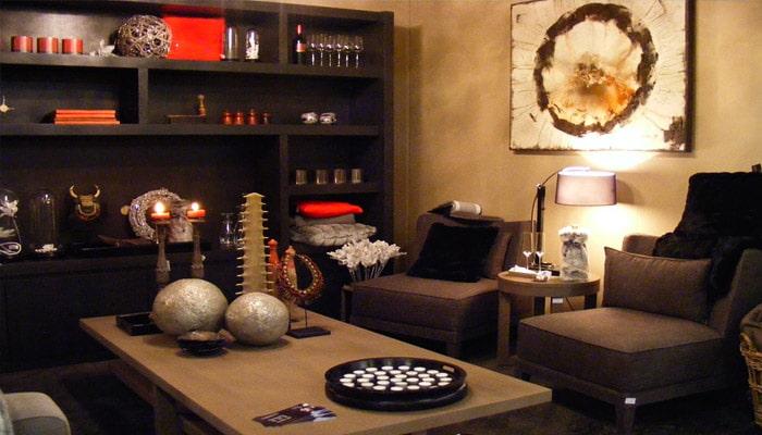 woonkamer met bruine aardetinten in landelijke stijl
