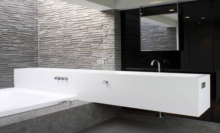 Zwevend badkamermeubel op het bad ? Inloopdouche achter het meubel