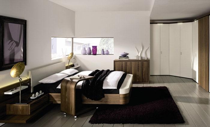 moderne slaapkamer in donker hout