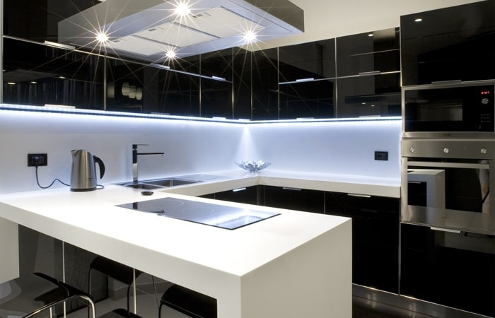Achterwand Witte Hoogglans Keuken : Hoogglans keuken zwart