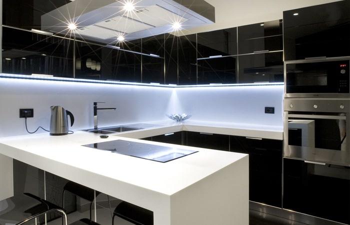 Hoogglans keuken zwart
