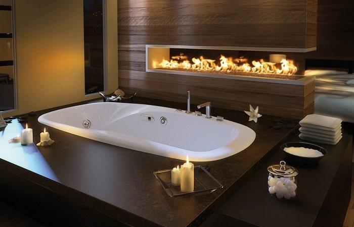 Ingebouwd bad met open haard