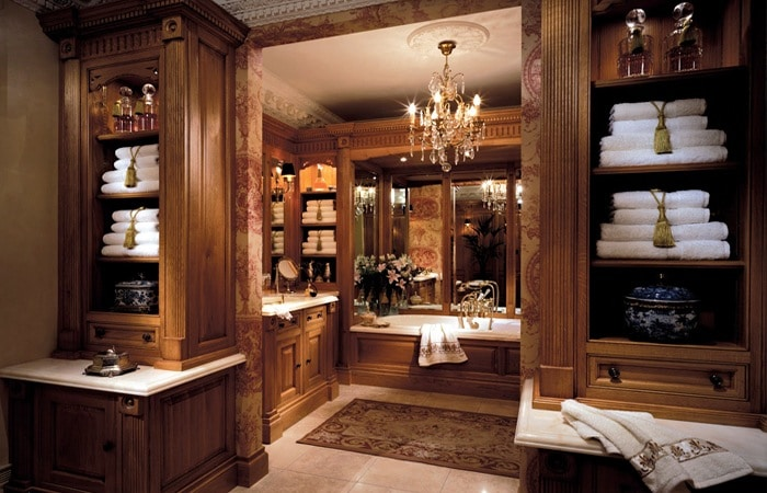 klassieke badkamer in hout