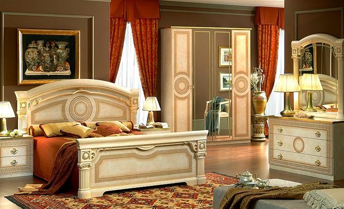 Witte slaapkamer in klassieke stijl