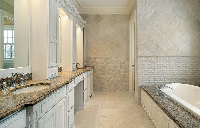 landelijke badkamermeubels met groot bad