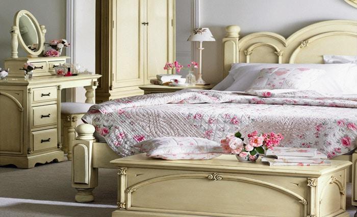 geverfde antieke slaapkamer