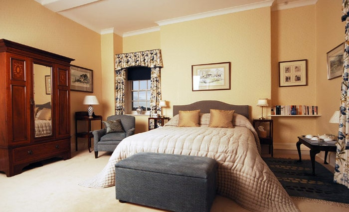 eclectische slaapkamer in landelijke stijl
