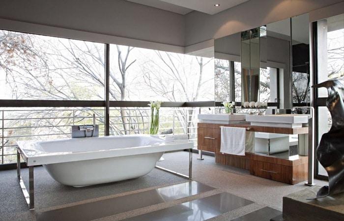 Beige tegels badkamer