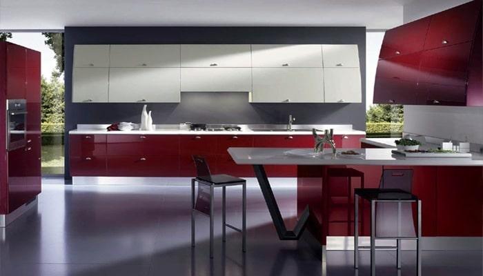 Rood gelakte keuken