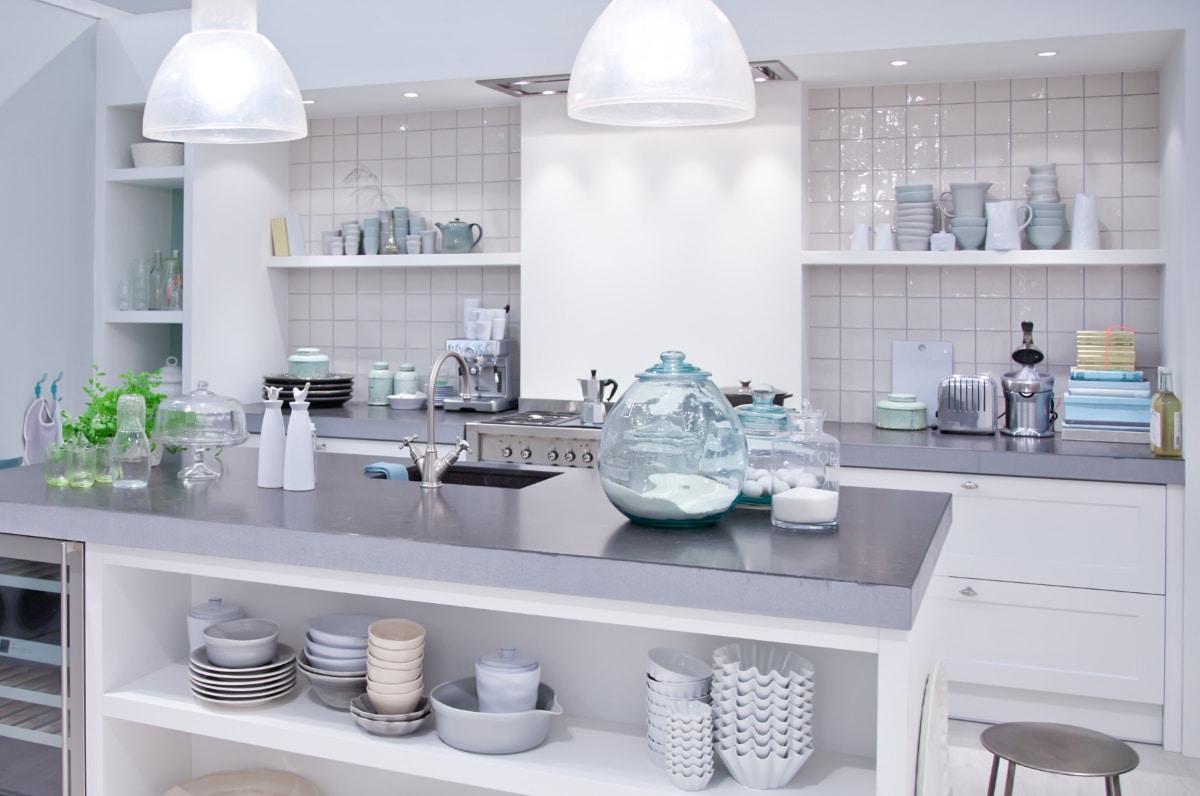 spatscherm in witte keuken