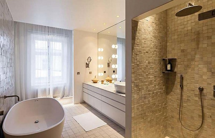 Tegels badkamer inspiratie voorbeelden badkamertegels toepassen - Bruine en beige badkamer ...
