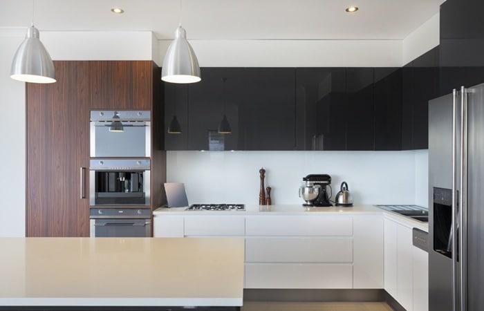 Keuken Hoogglans Wit Achterwand : Hoogglans keuken zwart